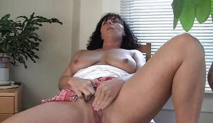 Horny MILF Lynn Masturbating