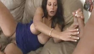 brunette milf sædsprut handjob runking