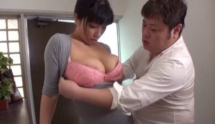 Japanese maid with a curvaceous body is willing to do some sucking