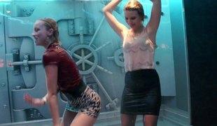 virkelighet lesbisk skjørt fest orgie