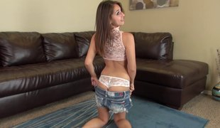 Sara Luvv plays with her vibrator while camming live