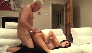 Big breasted brunette cougar in heat Jasmine Jae takes a unfathomable pounding