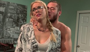 blonde hardcore pornostjerne briller pigtail
