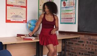 Ebon stunner Kaila Louise flashing her privates upskirt