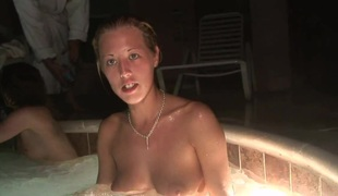 SpringBreakLife Video: Drunk Girls In A Sexy Tub