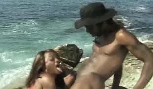 utendørs blowjob svart stor kuk strand