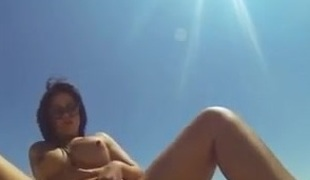 Selfie video : horny at the beach.
