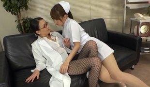 lesbisk asiatisk strømpebukse japansk fishnet