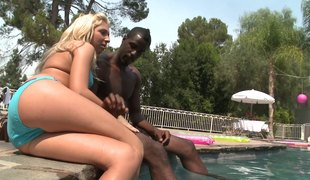 Blonde sluts share black cock and thick cumshots outdoors