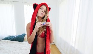 His cutie in a fuzzy red hat fucked in her juicy cunt