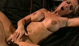 Buxom golden-haired spreads her legs to fully enjoy the pussy banging action