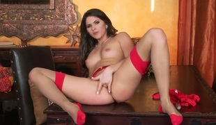 Tattoos Aspen Rae with diminutive tities and trimmed cunt is ready to pose bare and play with herself from dusk till dawn