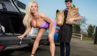 Michelle Thorne & Jordi El NiГ±o Polla in Sneaky Slut Bags The Scoundrel - Brazzers