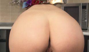 A hawt slut with a juicy ass is massaging her wet pink flaps