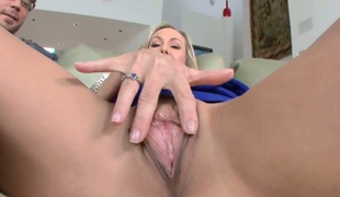 Brandi Love keeps her mouth wide open while getting jazzed on