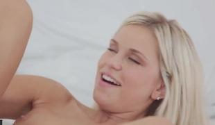 tenåring blonde deepthroat blowjob blowbang
