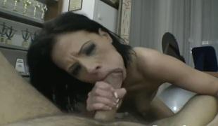 Aliz satisfies her anal desires