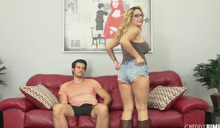 Buxom mom wench in leather boots fucked passionately