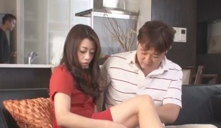 Maki Hojo tries a giant dick in her puffy cherry