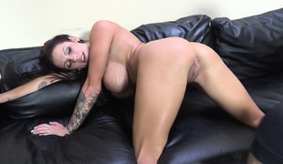 Bodacious beauty Lylith LaVey has a dark pole making her peach happy
