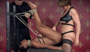 Foxy slut and a hung man enjoy banging an ebon wench