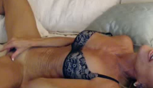 Fit mature slut with sexy tan lines is dildoying her cookie on livecam