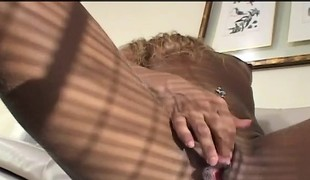 Bodacious beauty Samantha stuffs a long black rod deep inside her butt