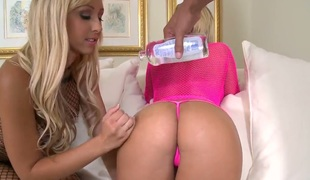 Jessica Lynn with bubbly butt and shaved twat wishes Mackenzee Pierce to lick her twat forever