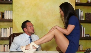 Sexy chick Aria Alexander shares hard shlong of a hawt fellow in FFM 3some
